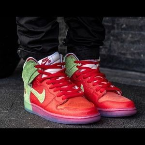 "Nike SB Dunk High ""Strawberry Cough  shors"
